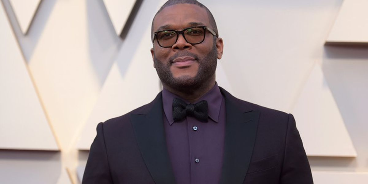 Actor, movie producer Tyler Perry surprises shoppers by paying for groceries at Winn Dixie stores