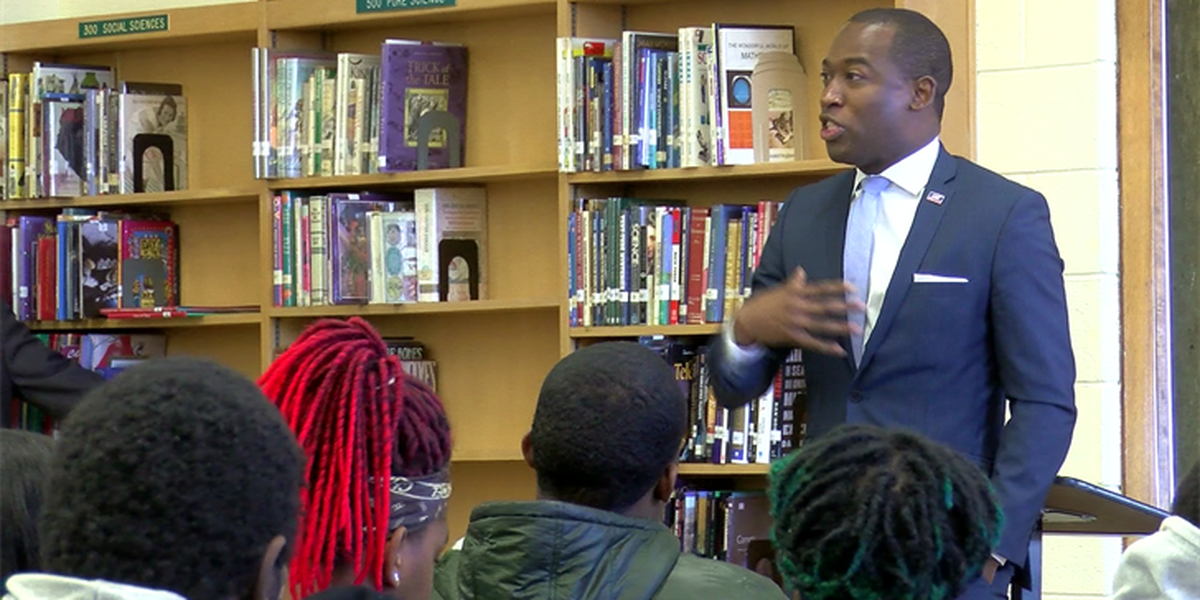 Mayor Stoney urges teens to register to vote