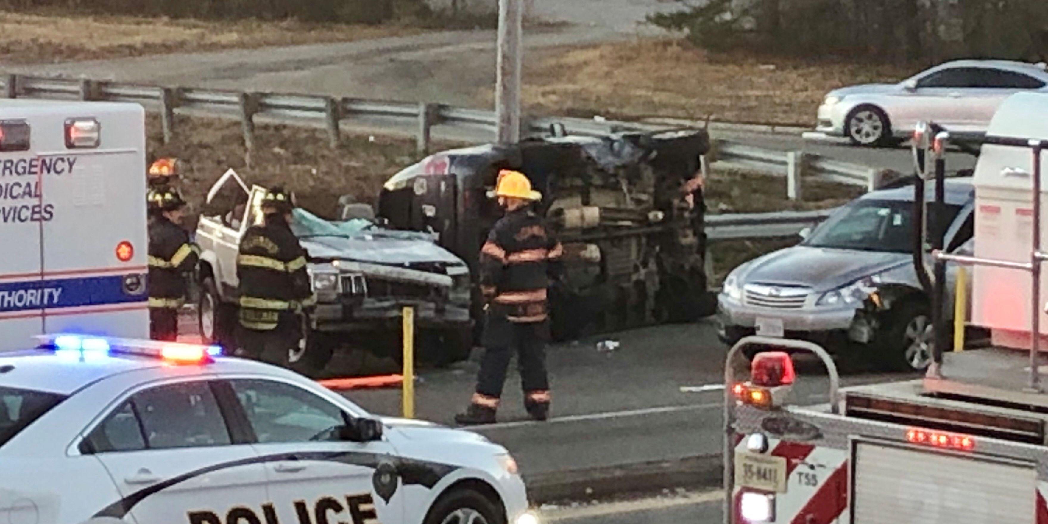 1 killed, 2 injured in four-car crash on Hull Street Road