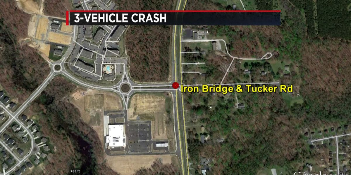 Car crash in Chesterfield sends 3 people to the hospital