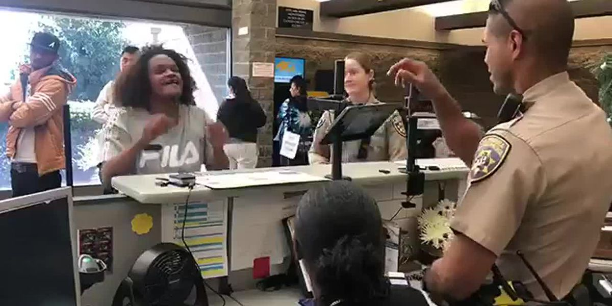Officer uses sign language to help woman apply for ID after report of disturbance
