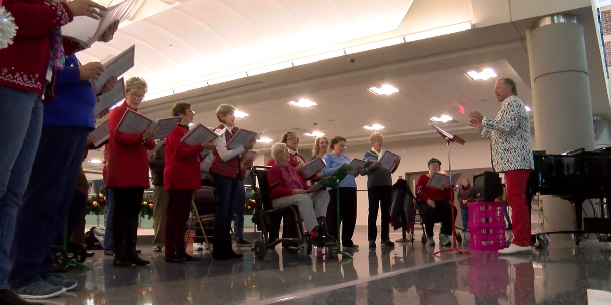 Church choir welcomes soldiers with Christmas carols at airport