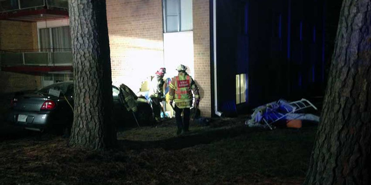 6-year-old dies after car crashes into Henrico apartment
