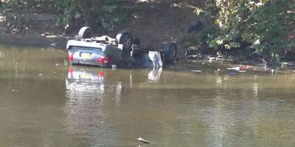 Man dies after crashing into James River