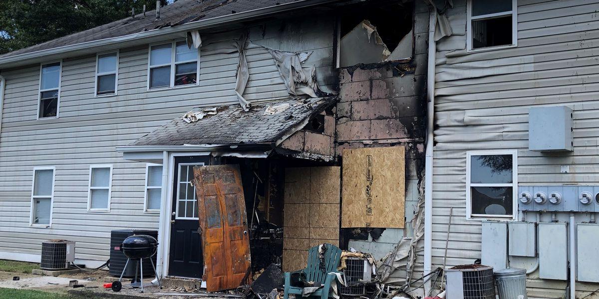 Maintenance man helps alert 17 people of apartment fire