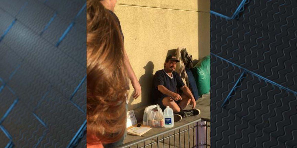 Homeless man hands out resumes, lands job