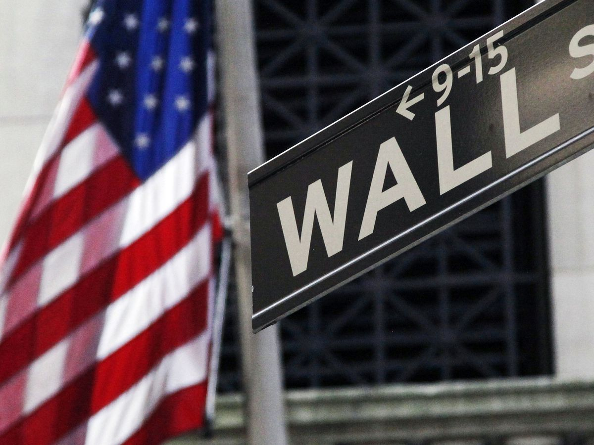Wall Street's rally fizzles as oil prices suddenly plunge