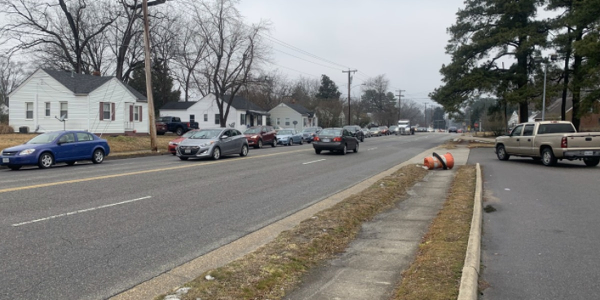 Hopewell residents wait in bumper-to-bumper traffic for bottled water; distribution to resume Tues.
