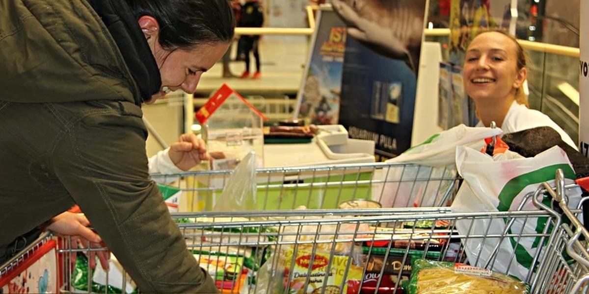 Richmond Community Volunteers collecting life-sustaining food
