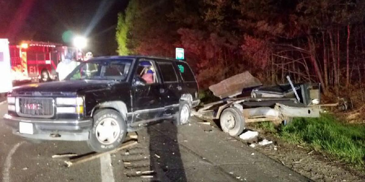 I-95 clear after tractor hauling laundry detergent overturns in 3-car wreck