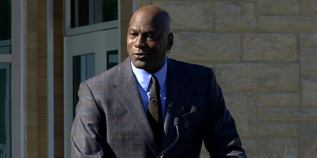 Michael Jordan opens first of 2 medical clinics in Charlotte