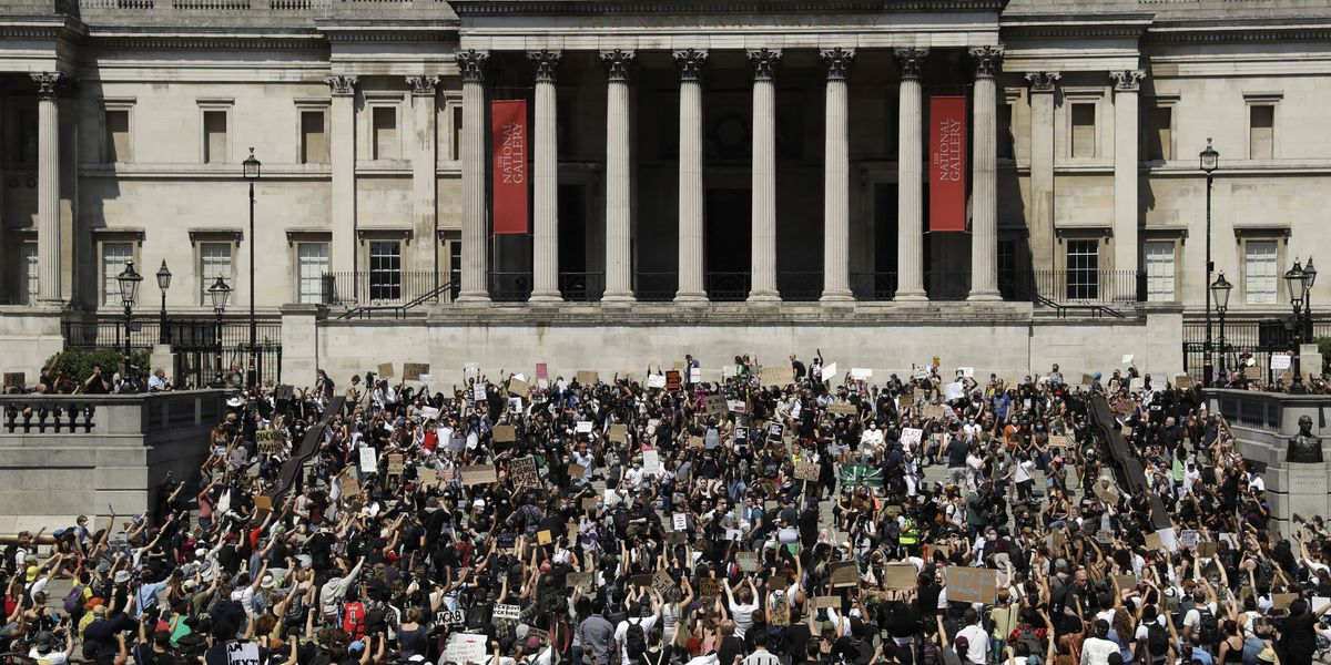 World alarmed by violence in US; thousands march in London