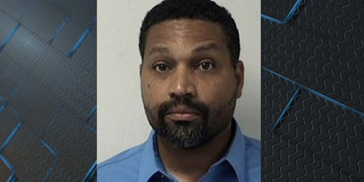 Man arrested, accused of exposing himself at Mechanicsville business