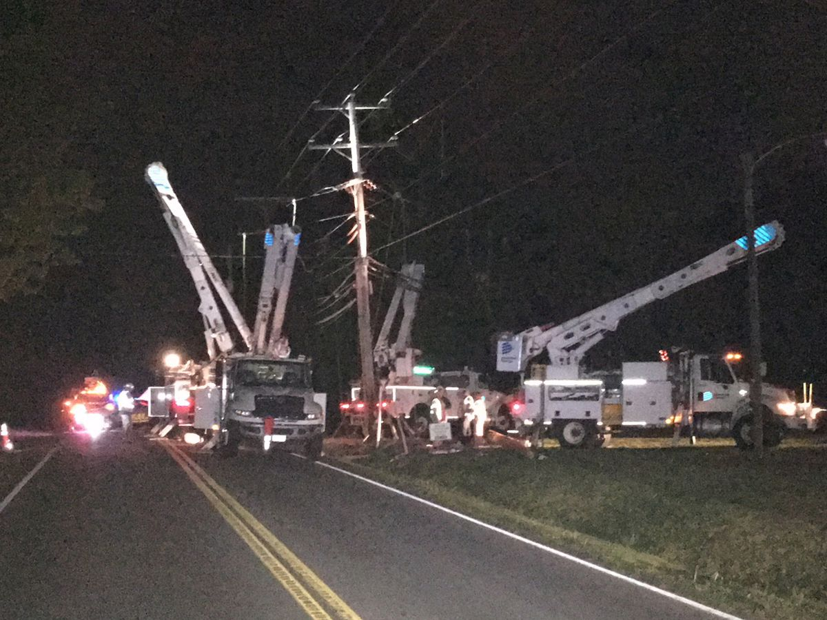 1 injured after car crashes into power pole, knocking out power in Chesterfield