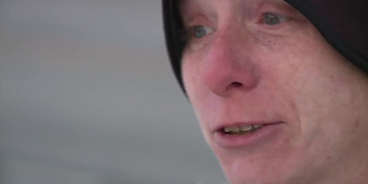 Woman finds 2 kids ditched in cold by carjacker