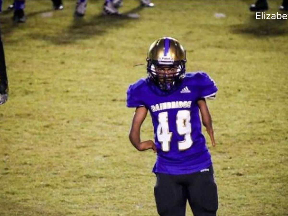 'Brush the haters off': Bainbridge, Ga., freshman born without hands makes catch in playoff game
