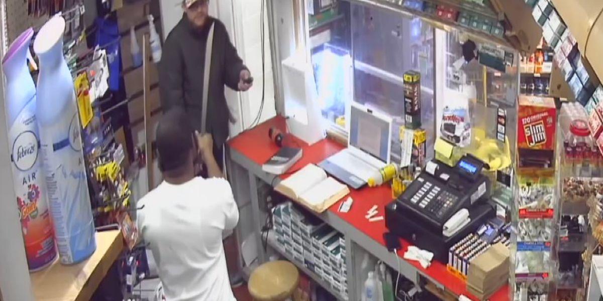 Machete-wielding clerk fends off knife-wielding suspects at AL gas station