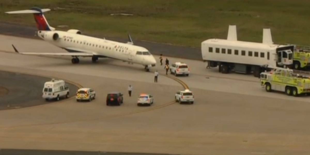 Flight headed from NYC to RIC makes emergency landing at Dulles