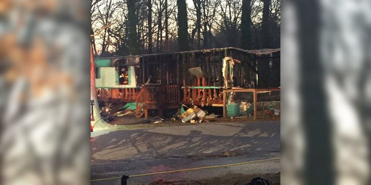 Chesterfield mother, 11-year-old son displaced after fire breaks out at mobile home
