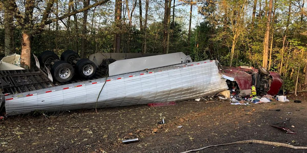Tractor-trailer overturns on I-295, spilling thousands of pounds of produce