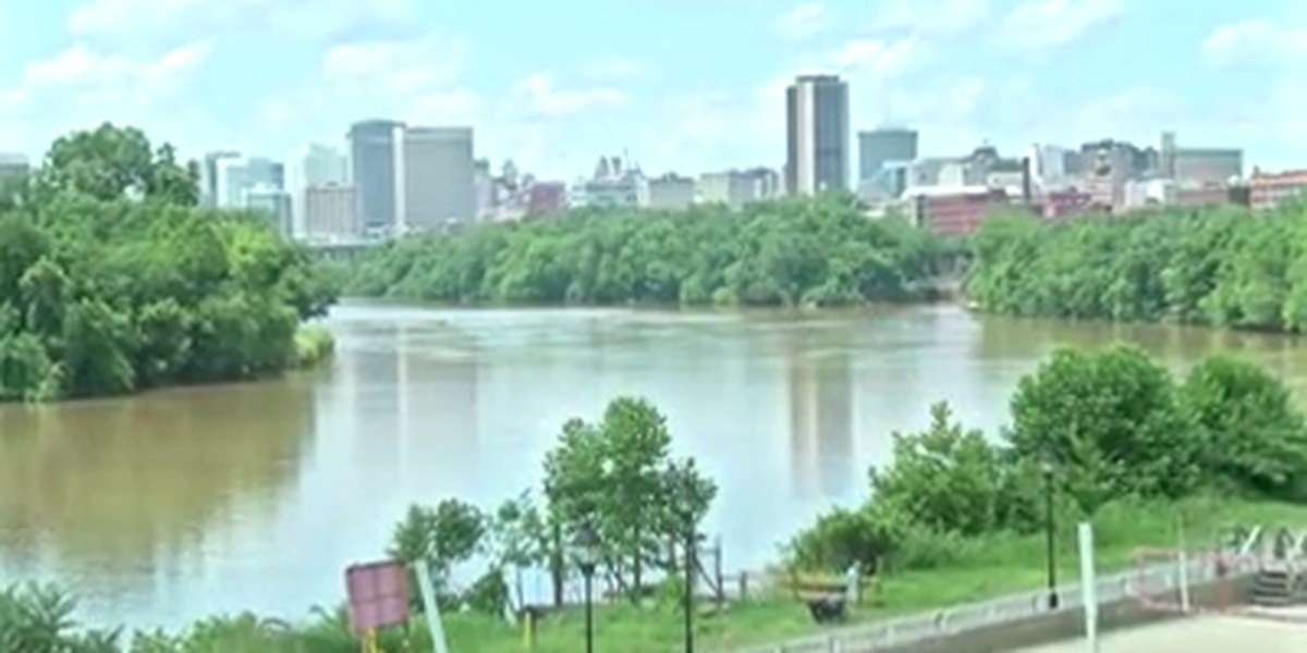 Large algae blooms spreading in the James River due to drought