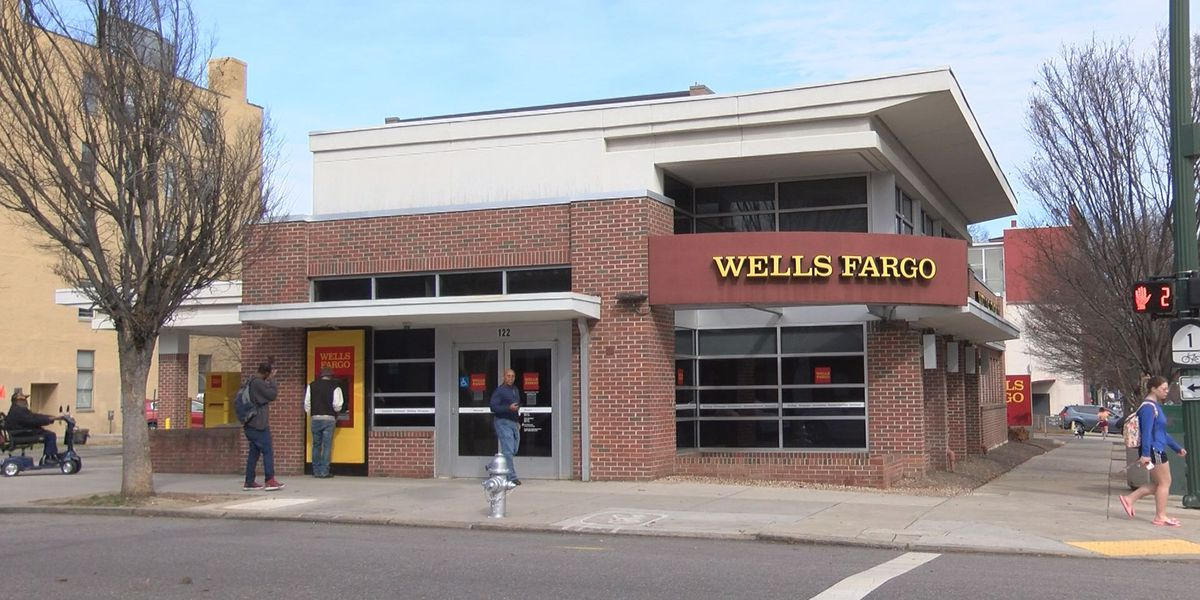 Wells Fargo outage stokes customer fears over account balances, security