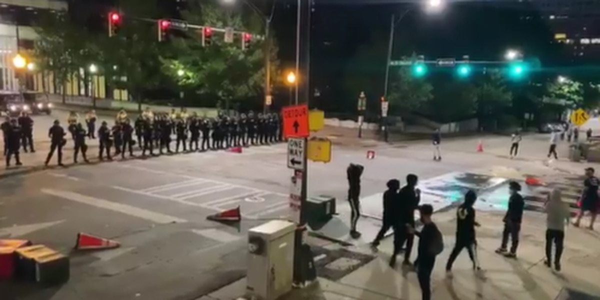 Peaceful Charlotte protests take a turn late Sunday night, 15+ arrested