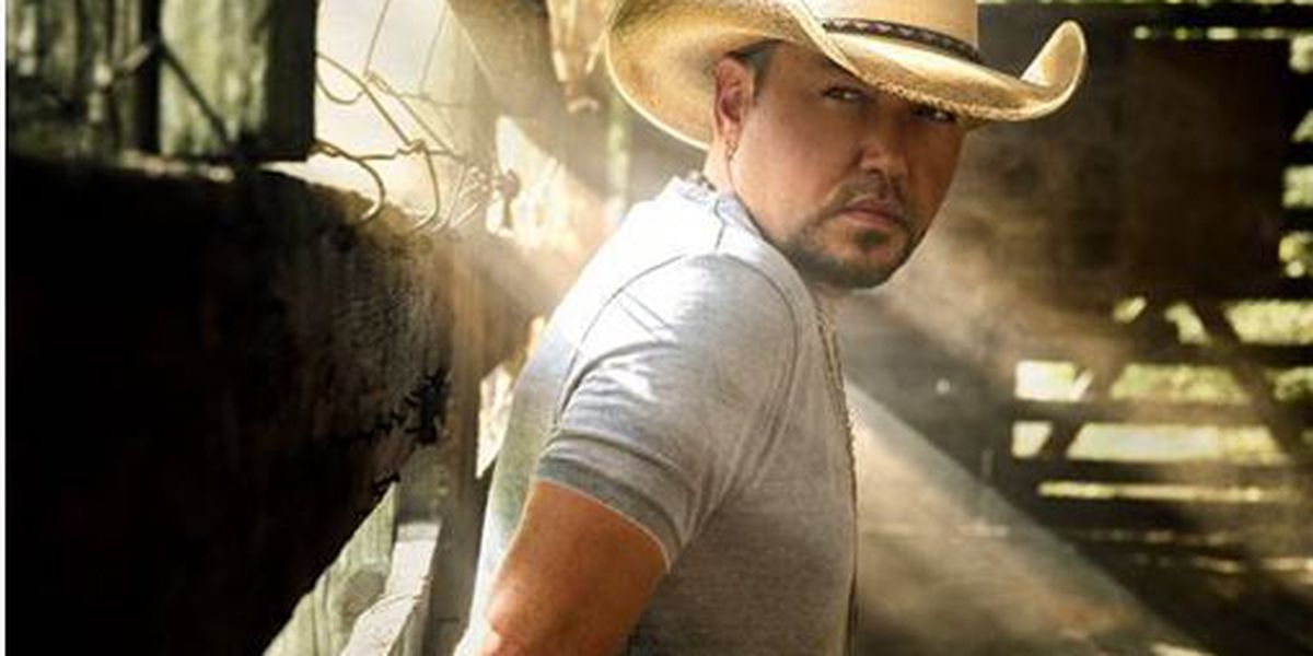 Country singer Jason Aldean, wife support Virginia community
