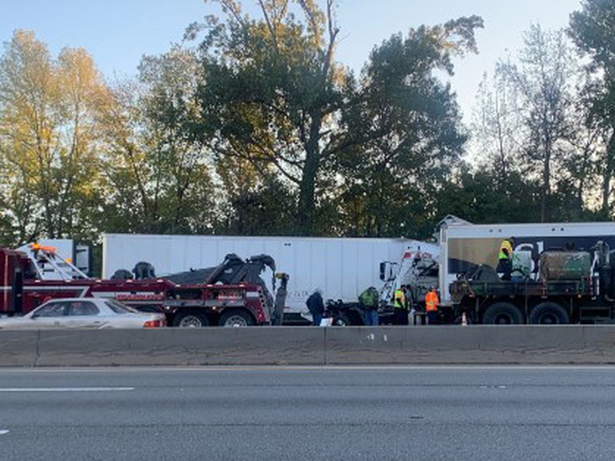 Coconut powder, diesel spill onto I-95 after tractor-trailer trucks crash