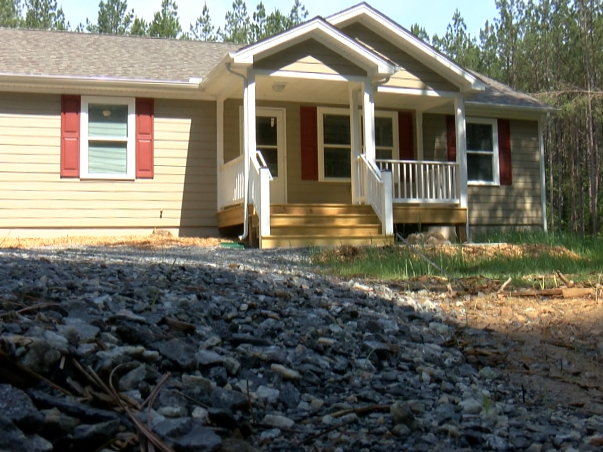 Louisa carpentry students help build home