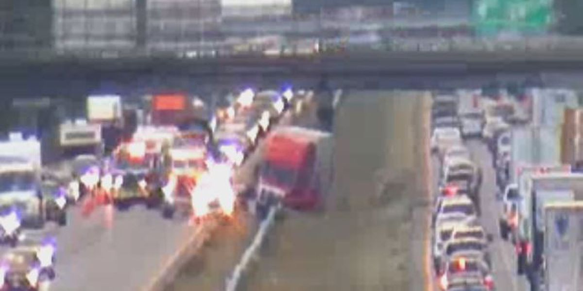Tractor-trailer crashes into guardrail on I-95 in Hanover, delays traffic in both directions