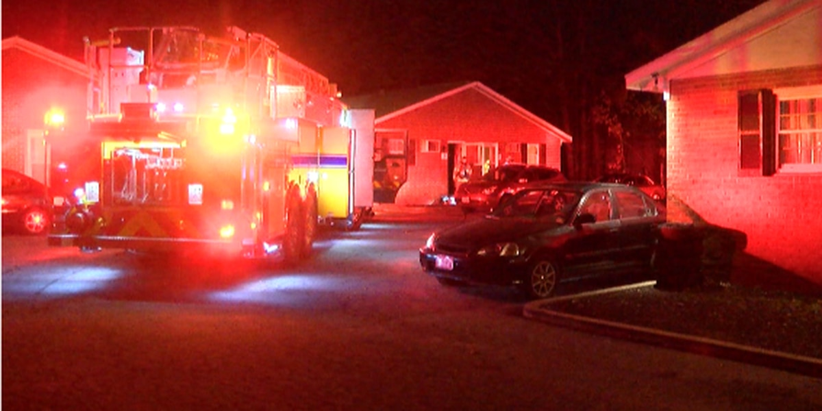 Crews put out small kitchen fire in Chesterfield