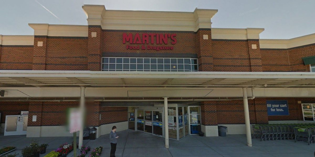 Robber draws gun in Forest Hill Martin's parking lot, still at large