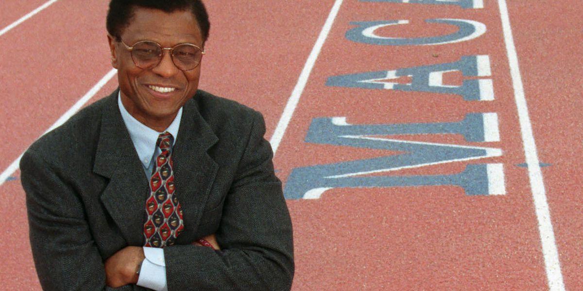 Irv Cross, NFL player, pioneer Black analyst, dies at 81