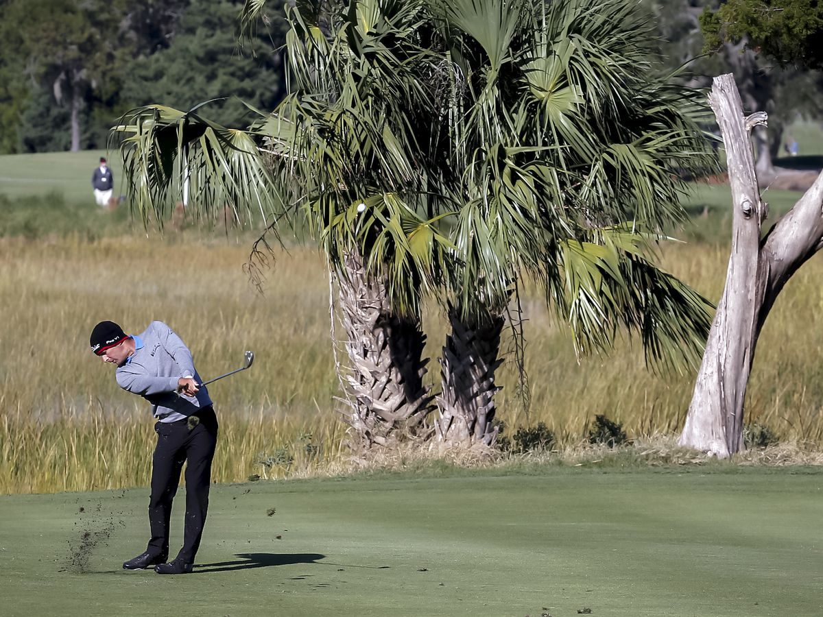 Howell with another 64 takes 3-shot lead at Sea Island