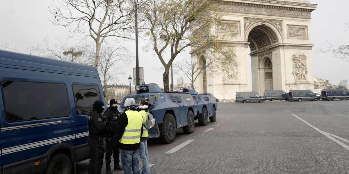 Strong police presence in Paris before planned protests