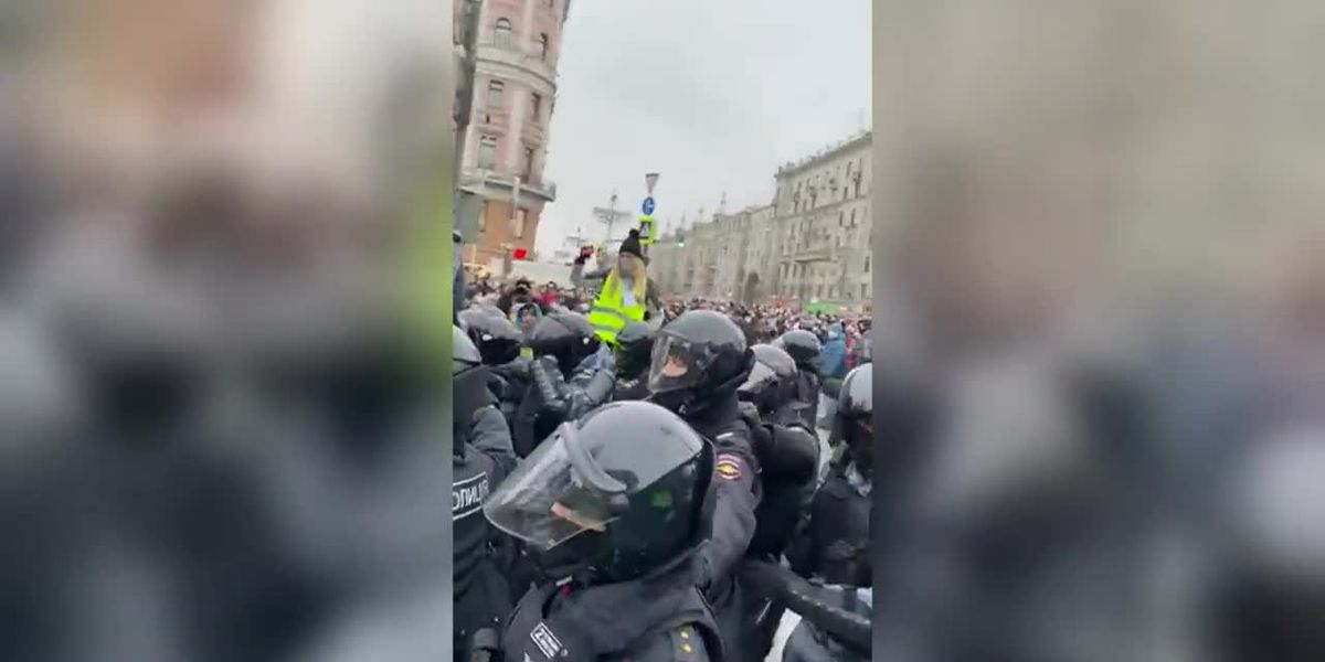 Protesters across Russia want Navalny's release