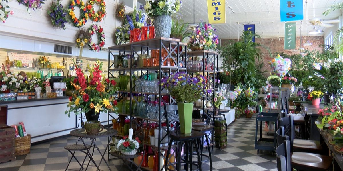 Flower shops bustling with blossoms ahead of Mother's Day