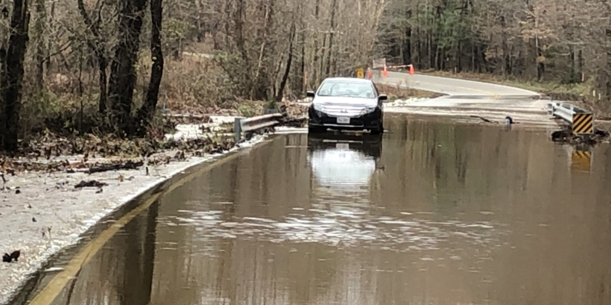 Flooding affects Chesterfield roads, car stuck in high water