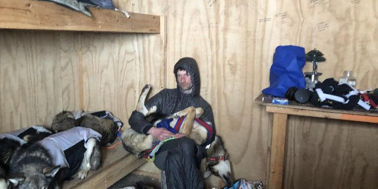 One-time Iditarod leader drops out after dogs refuse to run