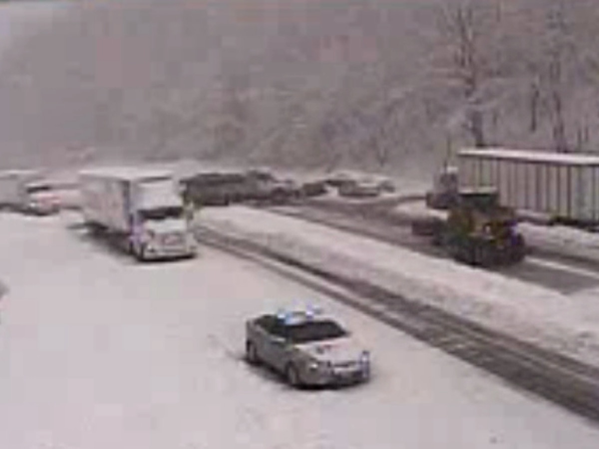 Heavy snow blankets parts of Virginia