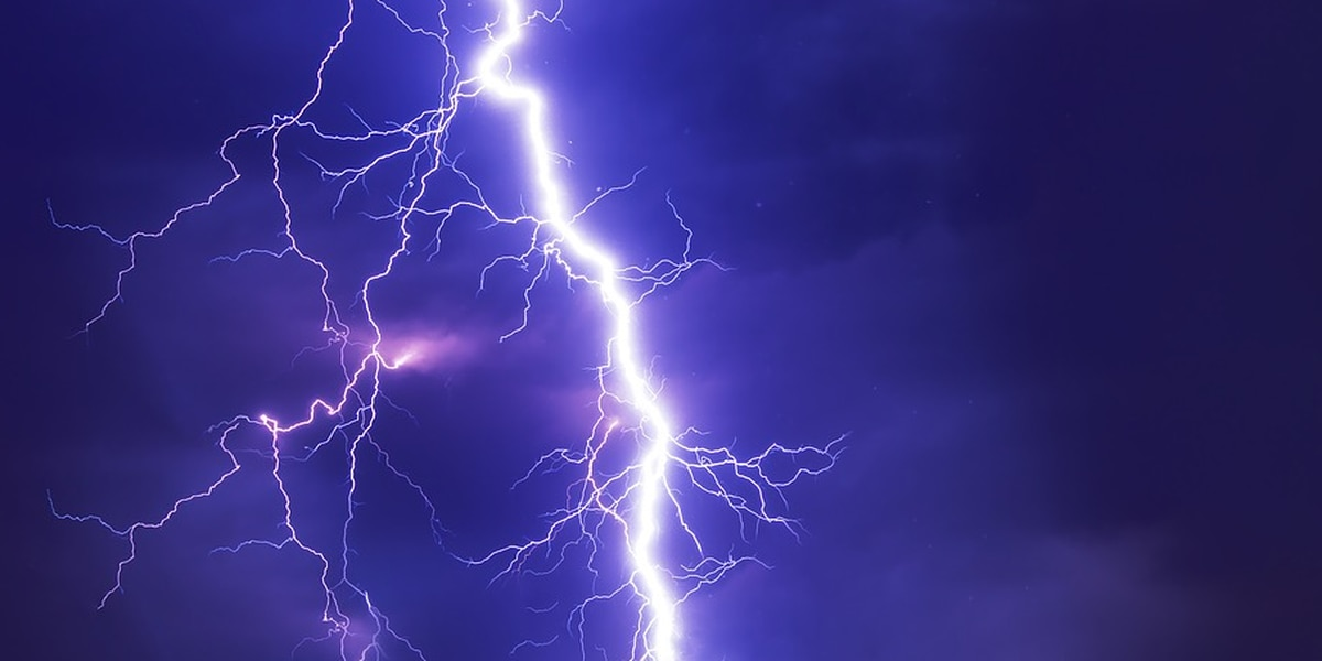 Man struck by lightning along trail in Virginia