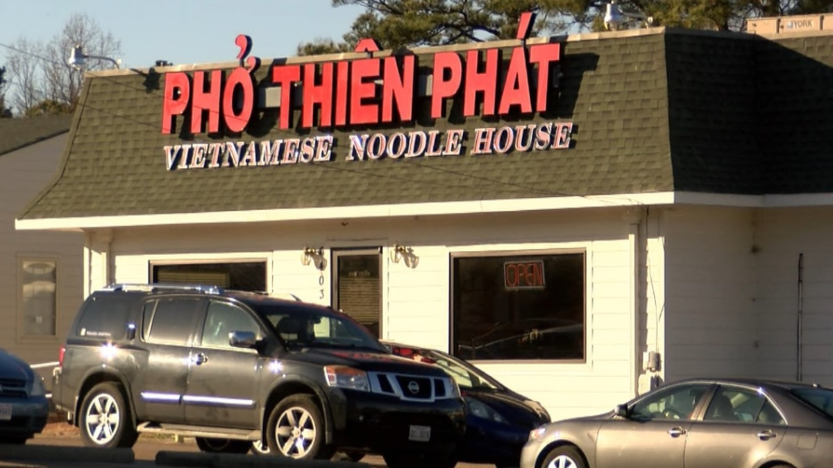 Vietnamese restaurant facing issues with raw chicken