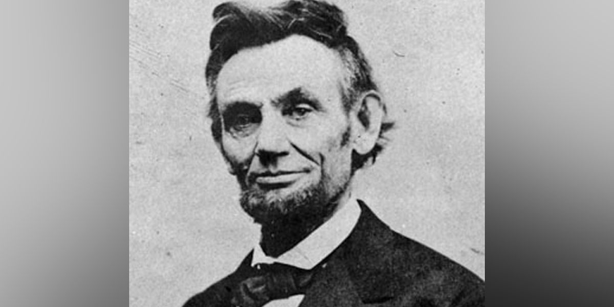 On This Day: President Lincoln delivers the Gettysburg address