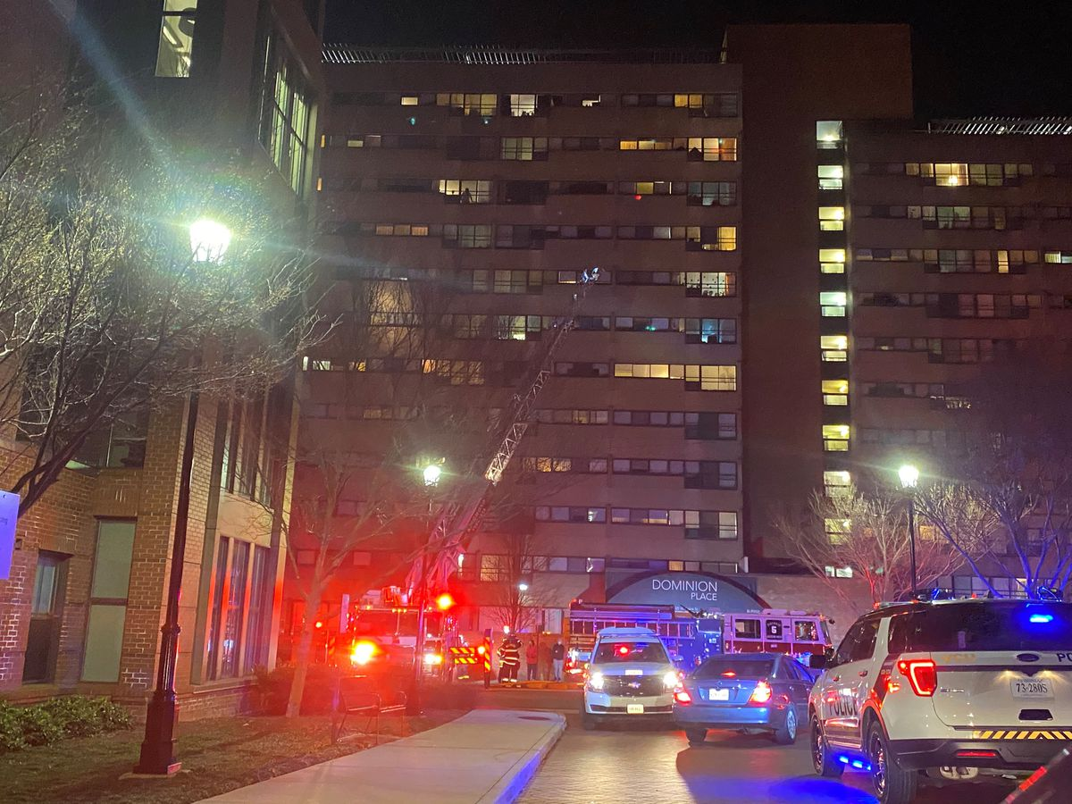 1 hospitalized, multiple residents displaced after Richmond apartment fire
