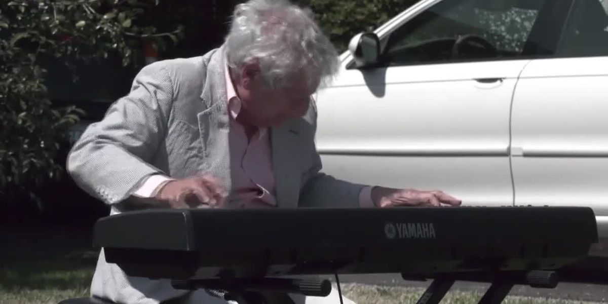 Charlottesville musician hosts mini concerts on front lawn for neighbors