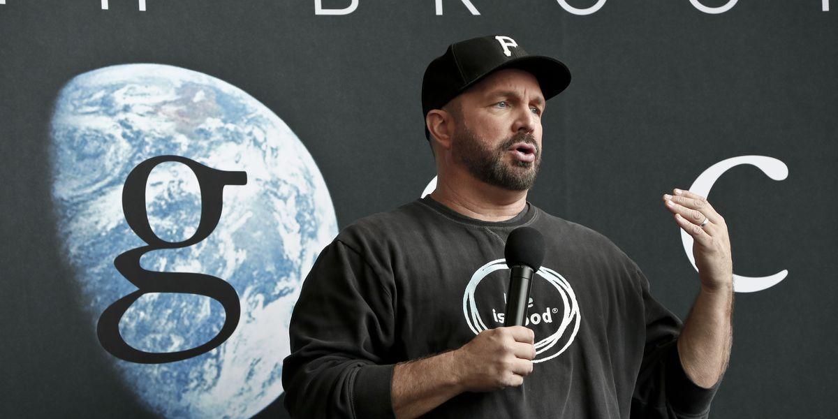 Garth Brooks announces 'Dive Bar' tour. Anyone surprised?