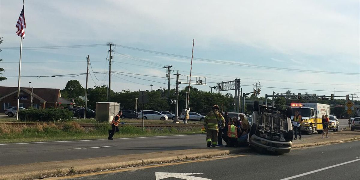 2 people taken to hospital after crash in Chesterfield; one person charged in crash