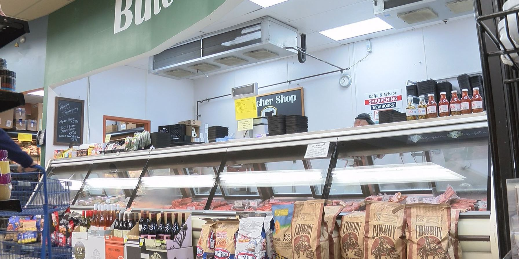 Local grocery store prepares for holiday rush
