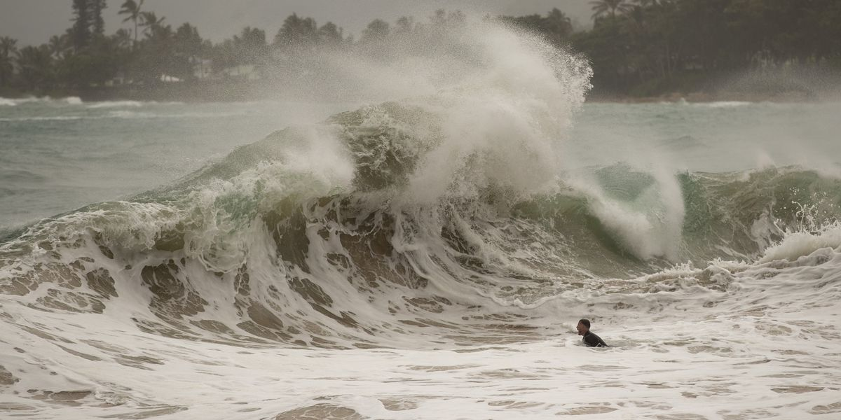 Hawaiian Islands avoid direct hit from Hurricane Douglas